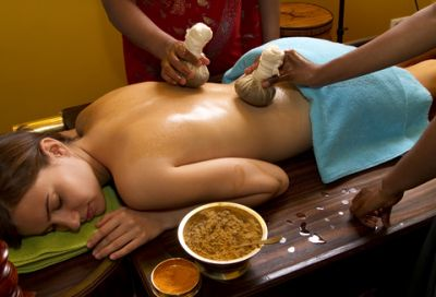 Gharshanapoultice_ayurvedic_massage.jpg